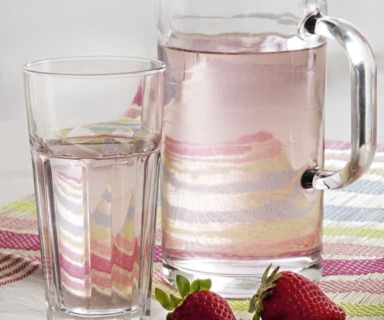 Agua con aroma de fresa
