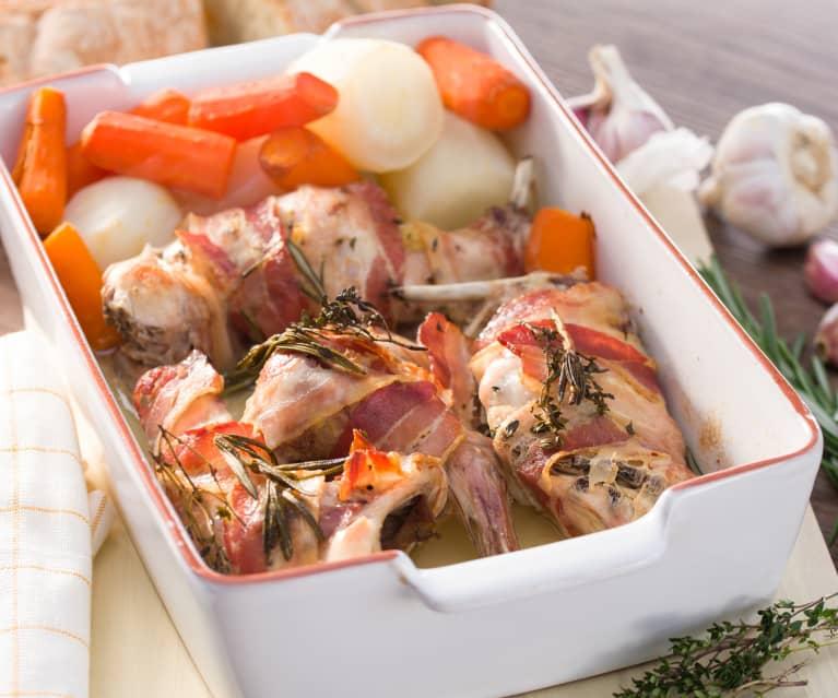 Conejo con beicon y zanahorias en dos cocciones
