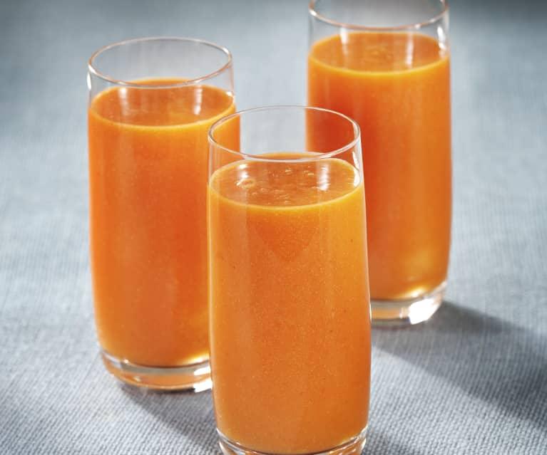 Zumo integral de mango, naranja y fresa