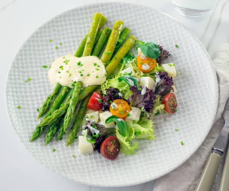 Frühlingssalat mit Roquefort-Dressing