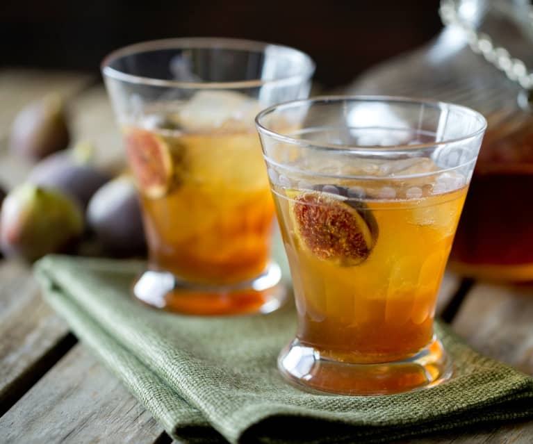 Fig and maple bourbon fizz