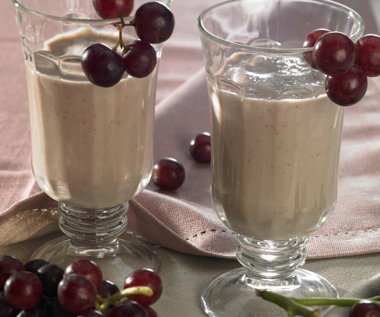 Joghurtfrischer Apfel-Trauben-Drink