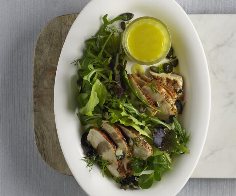 Hendlfilet auf Blattsalat mit Senfdressing