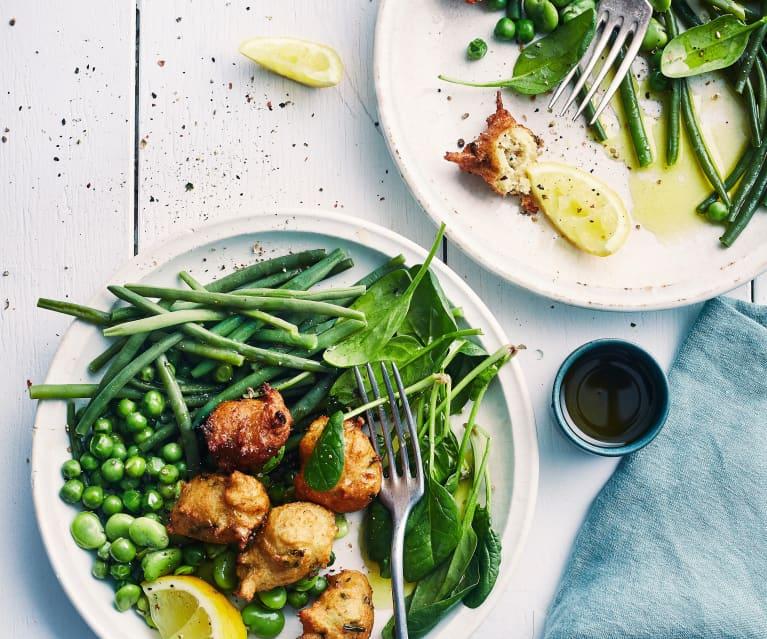 Salade de légumes verts vapeur et acras de poulet