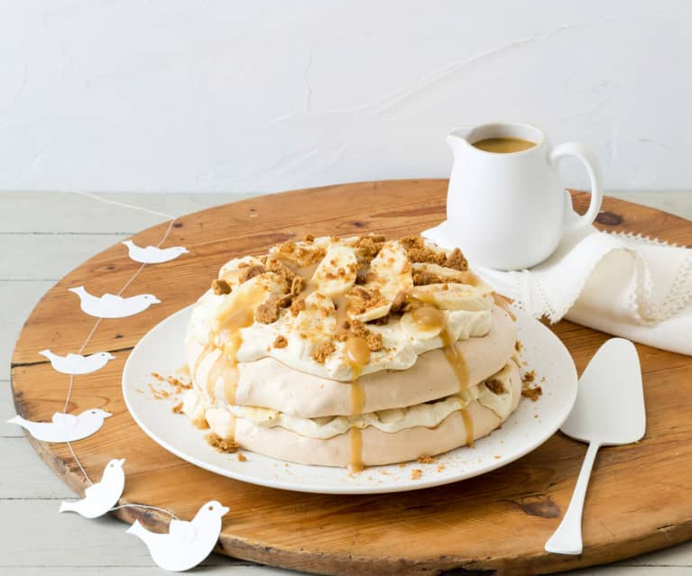 Gingerbread pavlova stack
