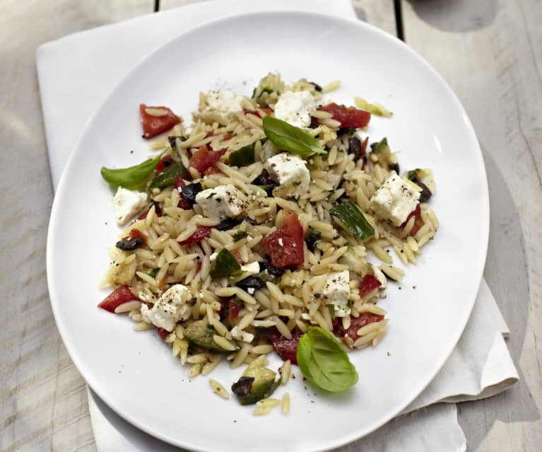 Risoni-Salat mit Feta und Oliven