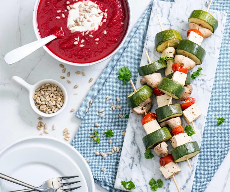 Zupa krem z buraków i szaszłyki warzywne z tofu na parze