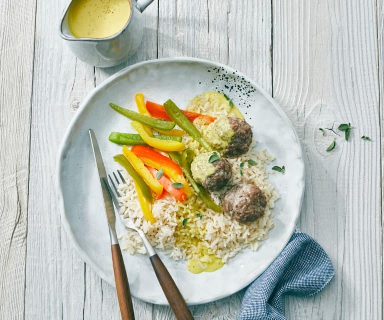 Pulpety z kalafiorowym ryżem, papryką i sosem curry
