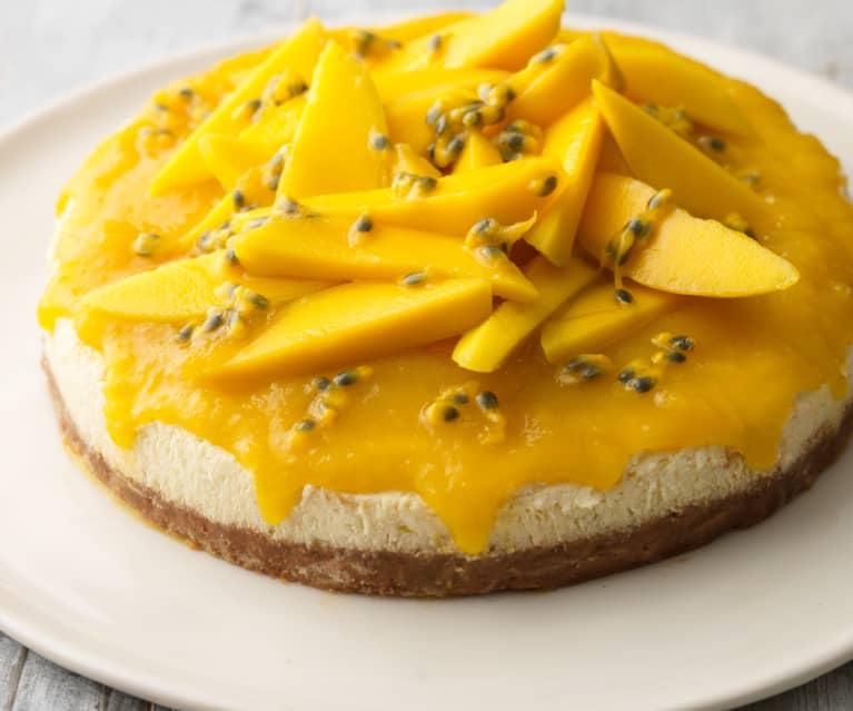Cheesecake con cobertura de mango y maracuyá