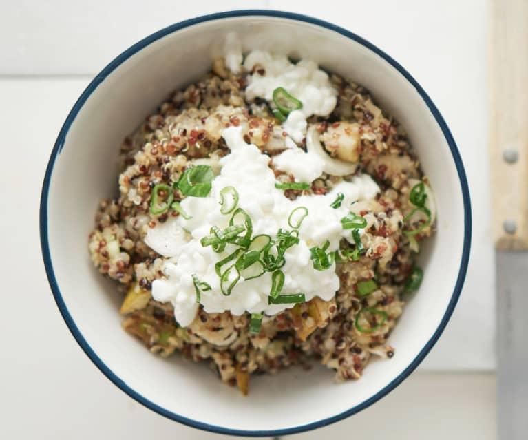 Scodella di quinoa e pere
