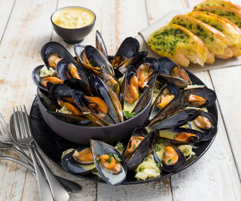 Smoked mussels with Pernod sauce