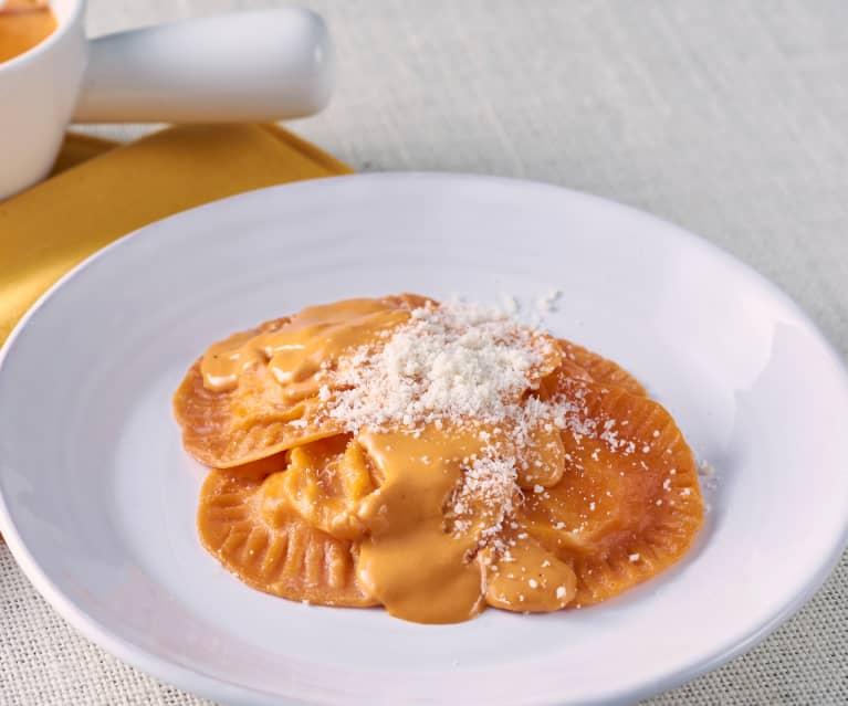 Sorrentinos con salsa cremosa de tomate