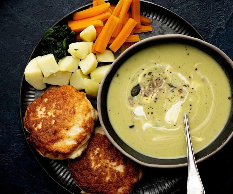 Sopa de espárragos y empanadas de pollo con verduras al vapor