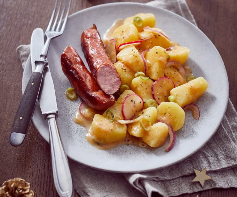 Krakauer Würstchen mit buntem Kartoffelsalat