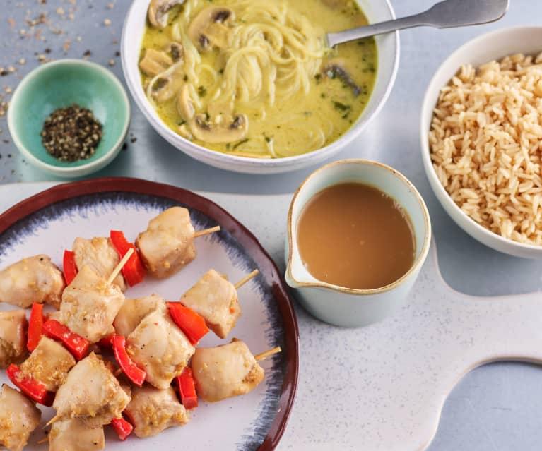 Menú: Sopa asiática de champiñones. Brochetas de pollo y pimiento con arroz