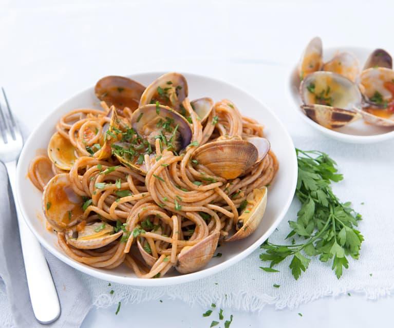 Espaguetis integrales con almejas