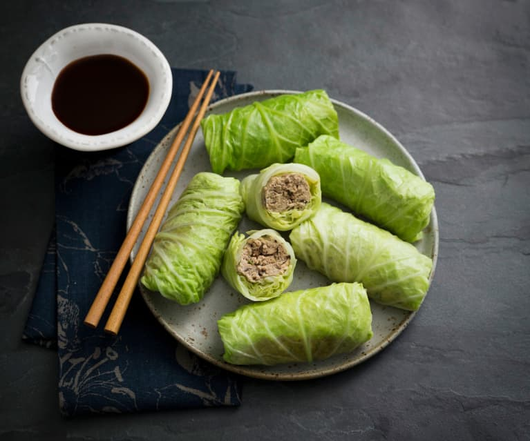 Steamed cabbage rolls with spicy sauce