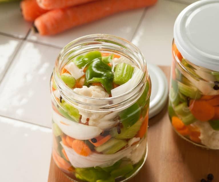 Jardinera de verduras en vinagre