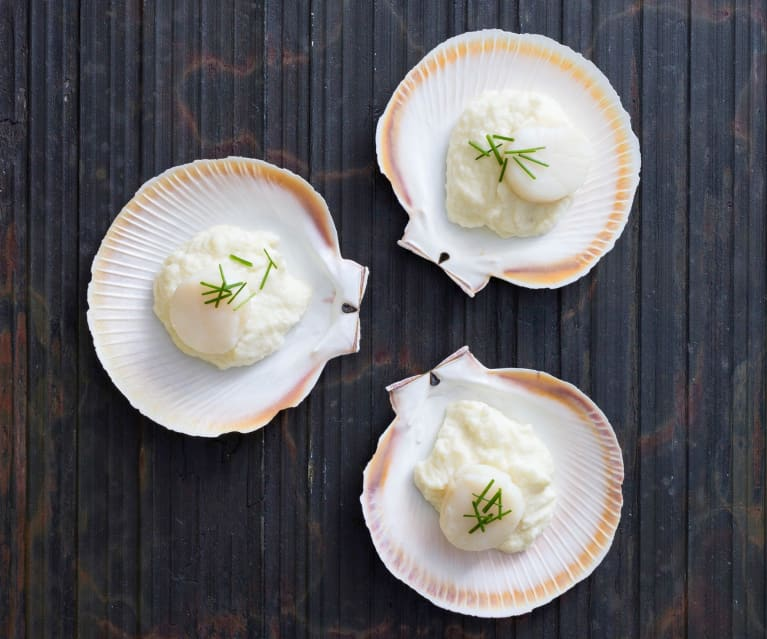 Steamed scallops with cauliflower and truffle purée