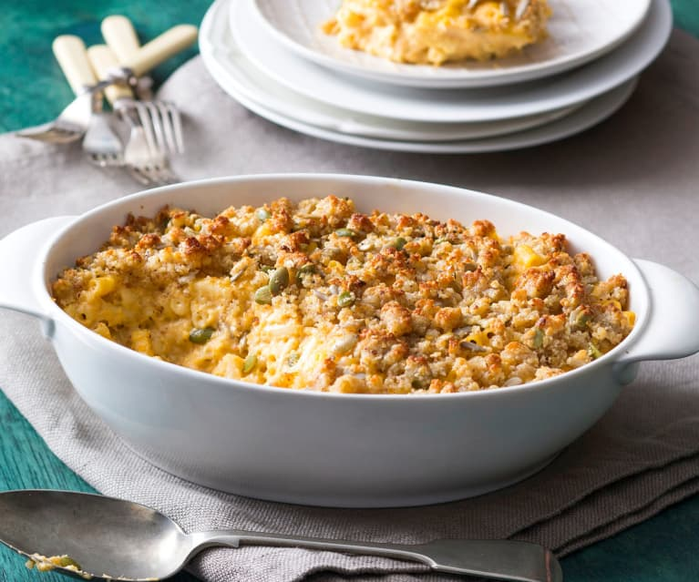 Macaroni cheese with a crunchy topping