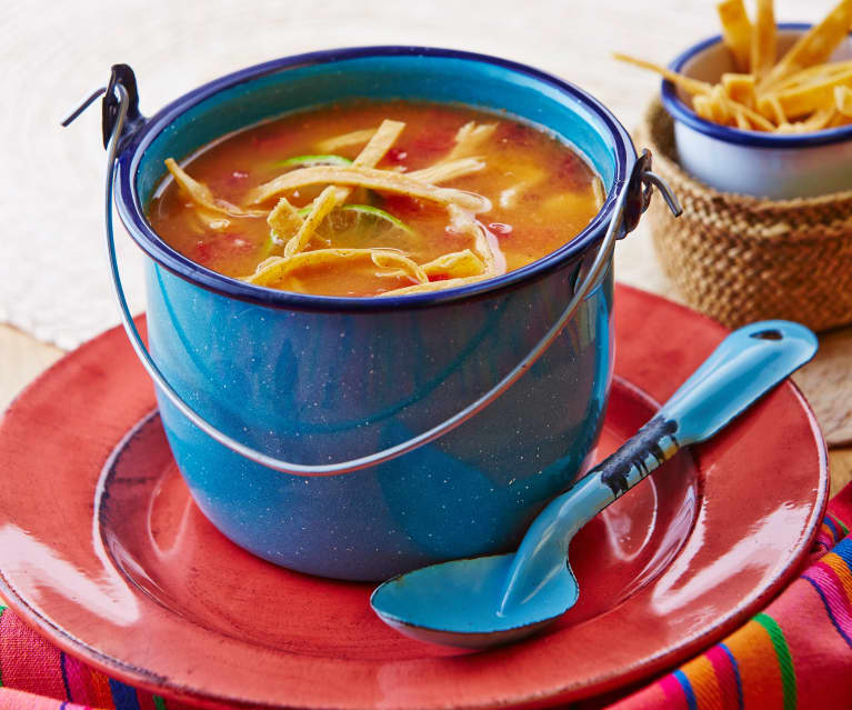 Meksykańska zupa limonkowa z kurczakiem