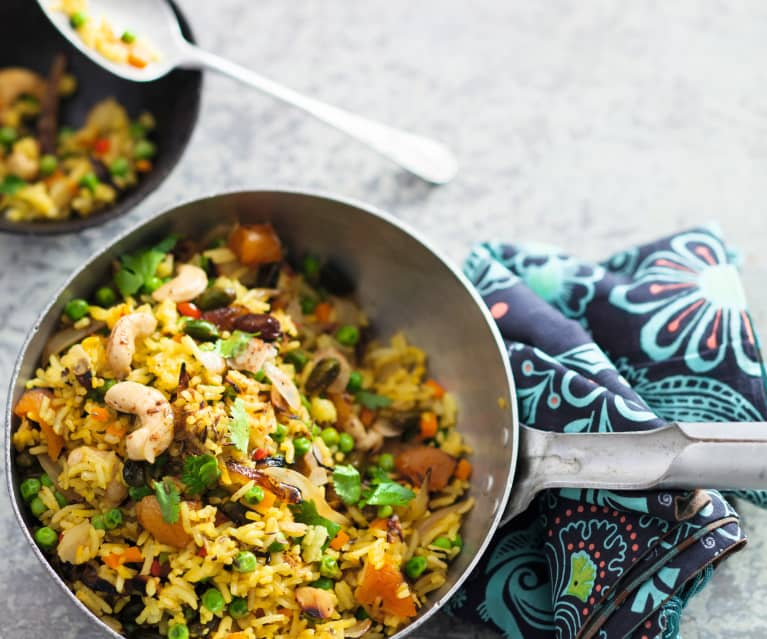 Biryani aux légumes et aux fruits secs