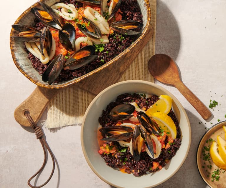 Arroz negro (Schwarzer Reis mit Meeresfrüchten)