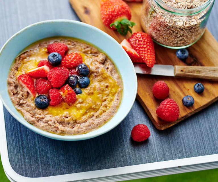 Granola-Porridge mit Nektarinenpüree und Obst