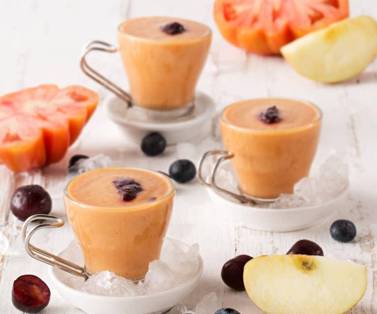 Gazpacho de manzanas, arándanos y cerezas