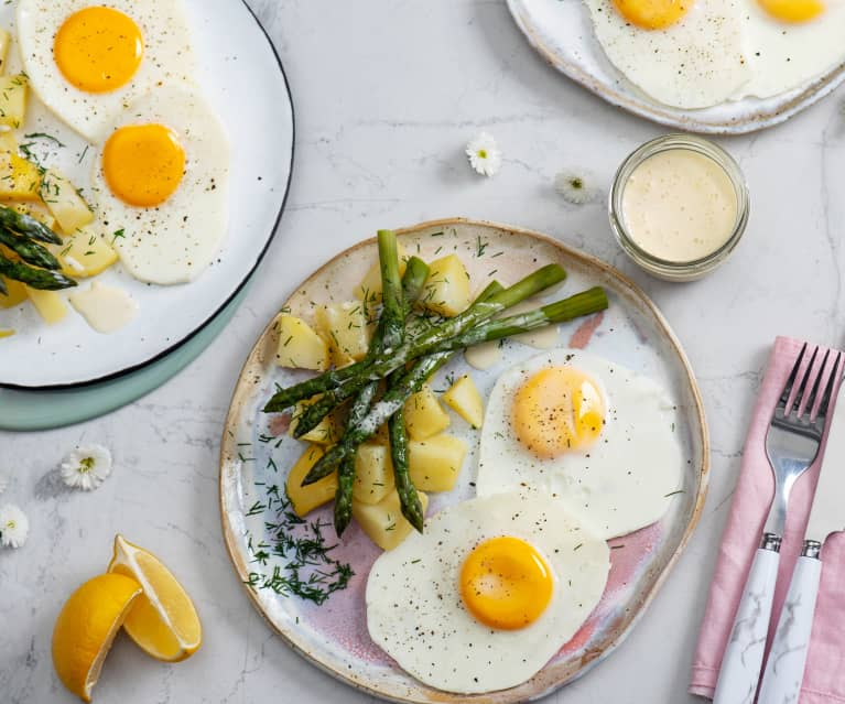 Jajka sadzone na Varomie z ziemniakami, szparagami i sosem cytrynowym