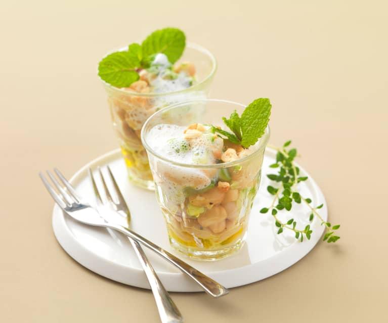 Fazolovo-okurkový salát s podmáslím a mátou