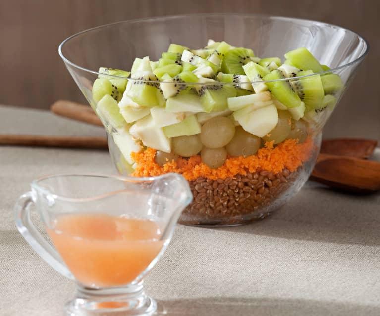 Ensalada de frutas con trigo y zanahoria
