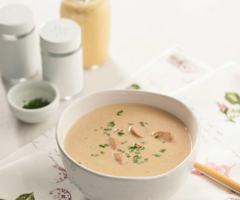 Sopa de queso con salchichas ahumadas