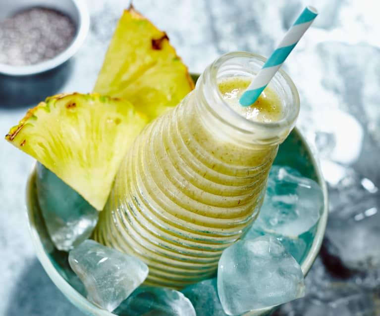 Frullato ananas, mandorle e semi di chia