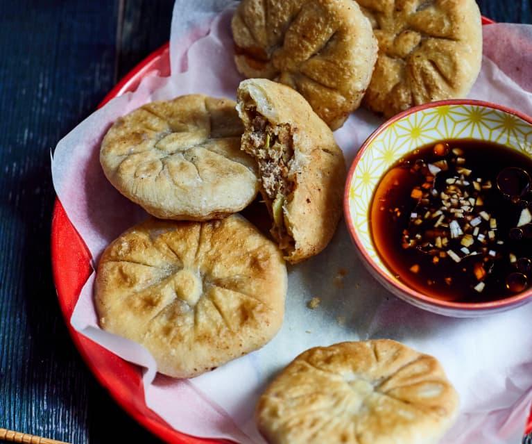 Gebratene Teigtaschen mit Rindfleischfüllung (牛肉馅饼)