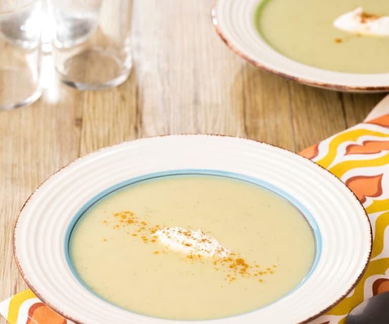 Crema fredda di piselli con yogurt greco e paprika