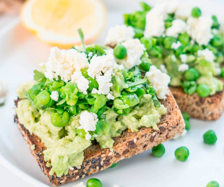 Avocado and goats cheese smash