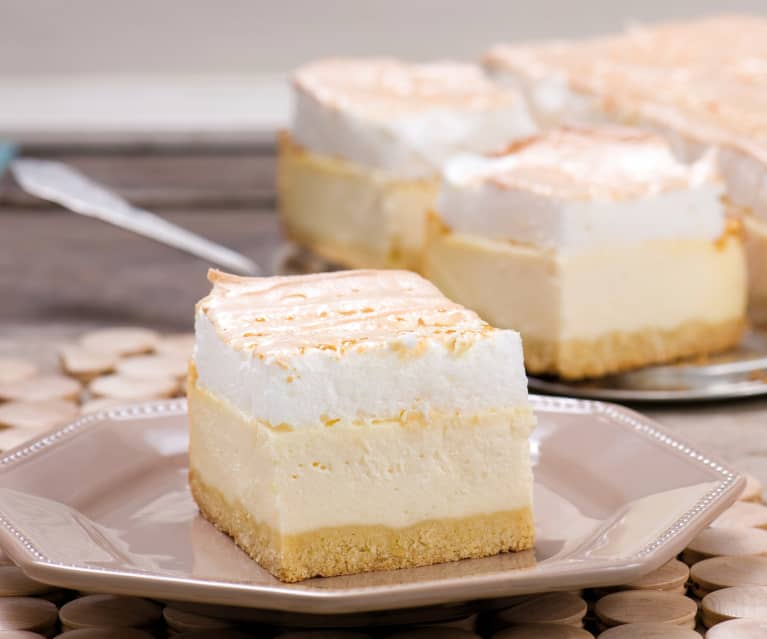 Cheesecake with meringue topping