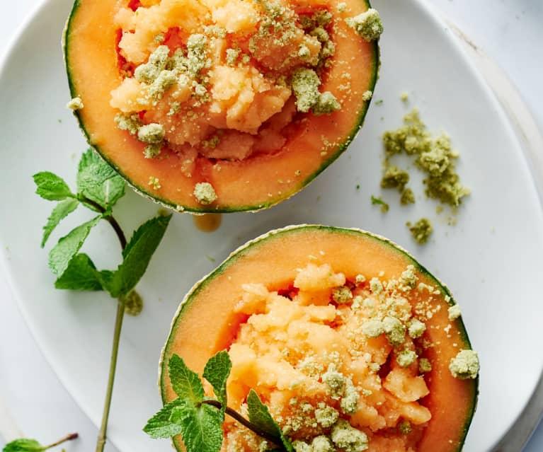 Melonengranita mit Limettenstreusel