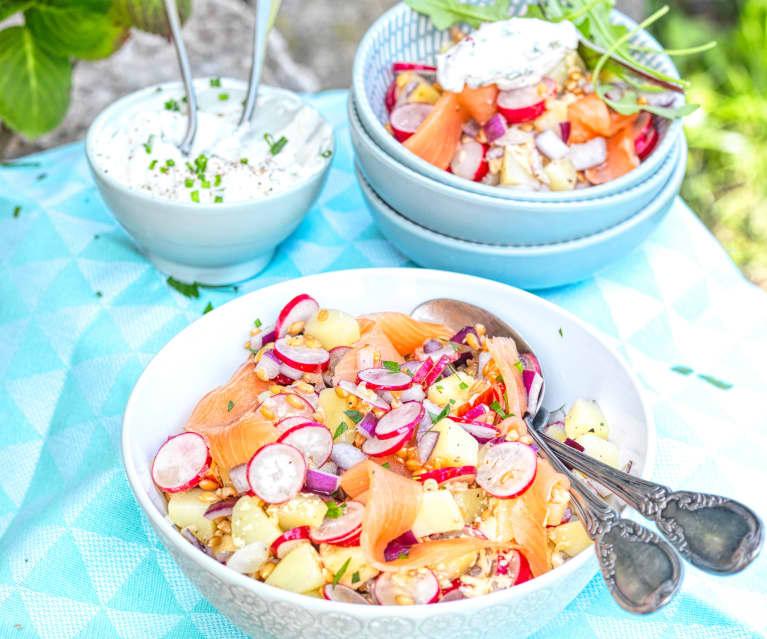 Salade de radis, petit épeautre et saumon fumé