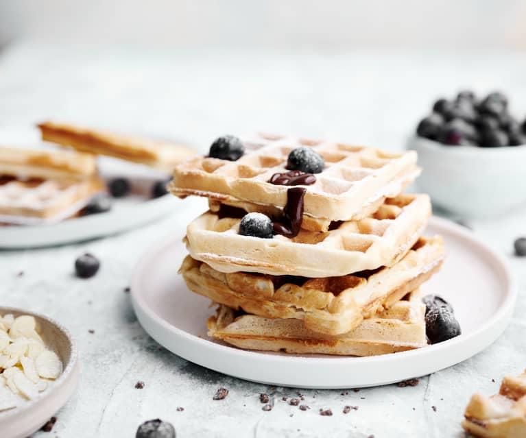Waffles vegan com molho de chocolate