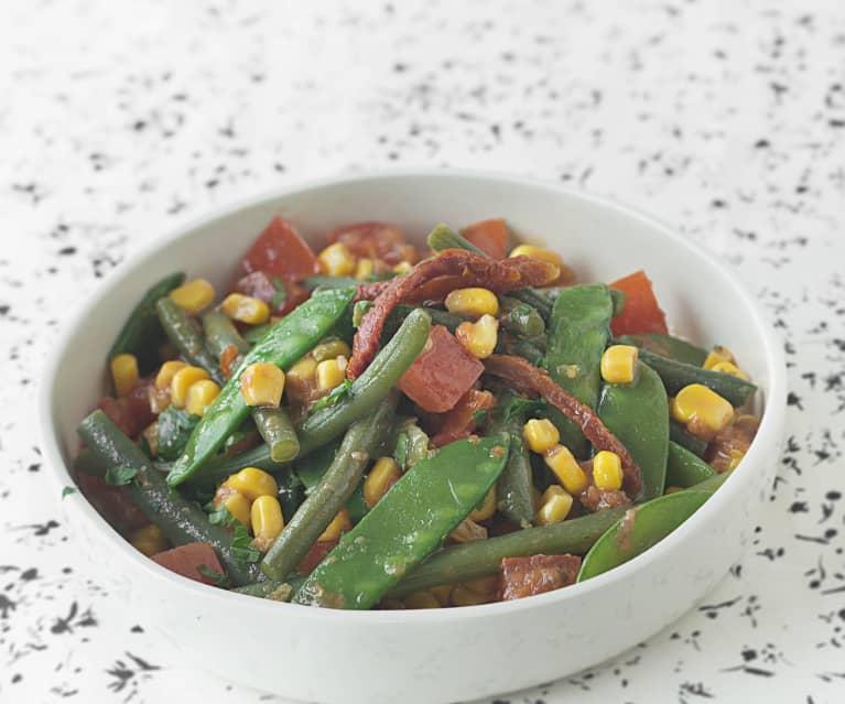 Tirabeques y judías verdes con aliño de anchoa y tomate