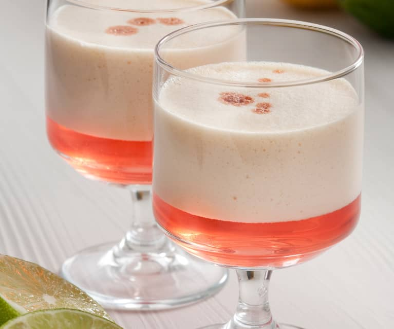 The passion fruit and pisco sour drink (Andrés Madrigal)