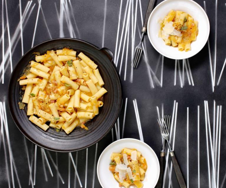 Tortiglioni-Salat mit gelbem Tomaten-Sugo