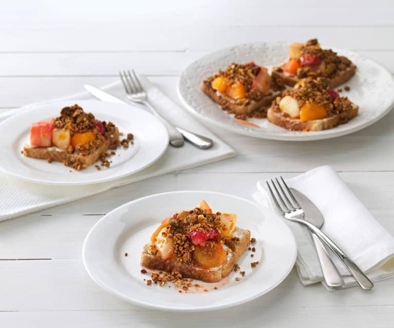 Tostadas con queso de cabra, compota de frutas y granola