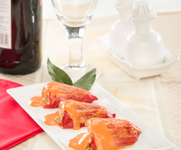 Pimientos de piquillo en conserva rellenos de carne