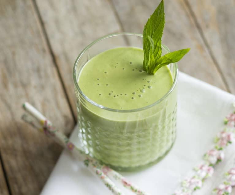 Anti-inflammatory pineapple and turmeric smoothie