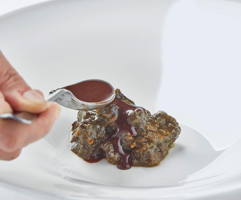 Brasato di cervo al vino rosso e cioccolato di Antonia Klugmann