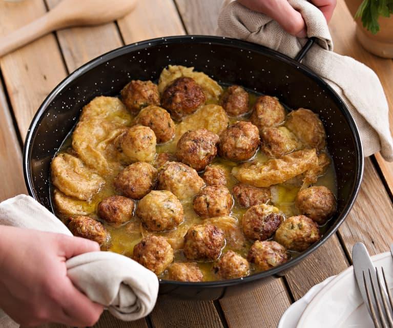 Albóndigas de pollo con patatas a la importancia (Cocción lenta)