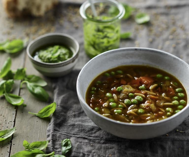 Prosta i uniwersalna zupa z kawałkami warzyw